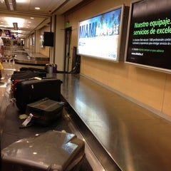 Photo taken at Cinta Equipaje 6 / Baggage Belt 6 by Ale S. on 10/28/2012