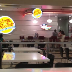 Photo taken at Johnny Rockets by Maria B. on 5/11/2013