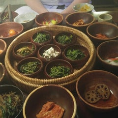 Photo taken at 산촌 (山村, Sanchon Temple Cooking) by Emma D. on 6/28/2015