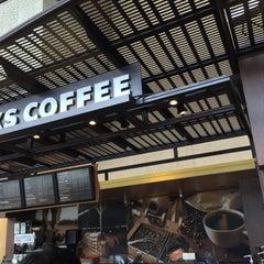 Photo taken at Starbucks by yos1996 よ. on 6/16/2015
