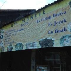 Photo taken at Toko Sederhana Manli by Meilindah E. on 12/31/2012