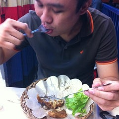 Photo taken at Ayam Lepaas by Windy L. on 10/28/2012