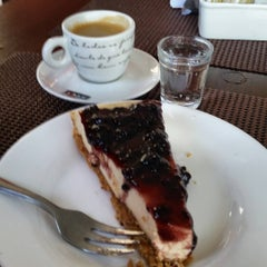 Photo taken at Café da Barra by Fabio V. on 8/26/2015