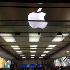 Photo taken at Apple Store, Walnut Street by Kyle S. on 10/23/2013