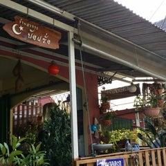 Photo taken at ร้านอาหารบังฝรั่ง (Bang Farang Restaurant) by Azman J. on 12/17/2013