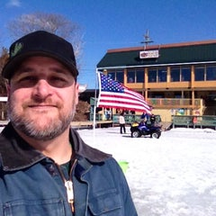 Photo taken at Johnny's On The Lake by Darrin G. on 3/15/2014