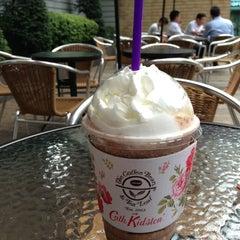 Photo taken at The Coffee Bean & Tea Leaf by N Y. on 8/28/2013