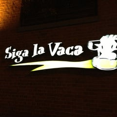 Photo taken at Siga La Vaca by Krystoff  on 11/12/2012