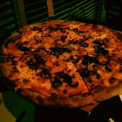 Photo taken at Giovanni's Coal Fire Pizza by Sérgio V. on 11/18/2012