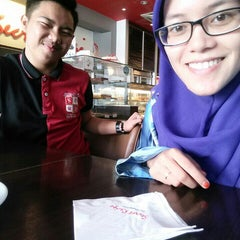 Photo taken at Secret Recipe by Fatin A. on 9/3/2015