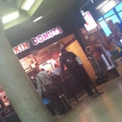 Photo taken at Dunkin' Donuts by Nhy L. on 9/30/2012