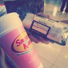 Photo taken at 스무디킹 / SMOOTHIE KING by Grace K. on 5/18/2013