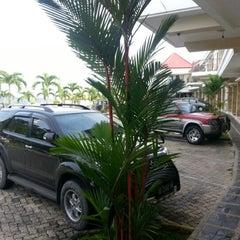 Photo taken at Bukit Randu Hotel & Restaurant by Disad A. on 2/7/2013