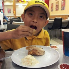 Photo taken at KFC by Mohd Roslee J. on 10/23/2012