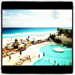 Foto tomada en Sunset Royal Beach Resort por David V. el 11/4/2012