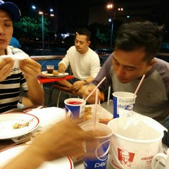 Photo taken at KFC by Romi D. on 7/18/2015