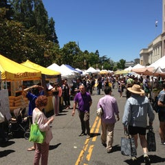 Photo taken at Downtown Berkeley Farmers Market by Ira S. on 6/22/2013