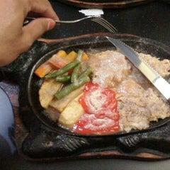 Photo taken at Waroeng Steak & Shake by Marquezt B. on 1/23/2013