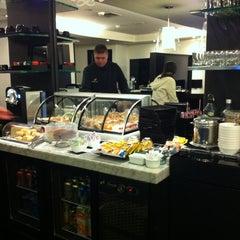 Photo taken at MasterCard Black Lounge by Mel C. on 12/30/2012