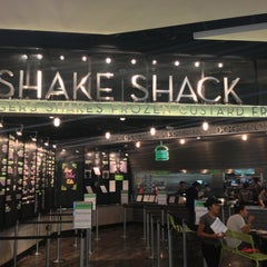 Photo taken at Shake Shack | شيك شاك by Jeremy J. on 2/27/2013