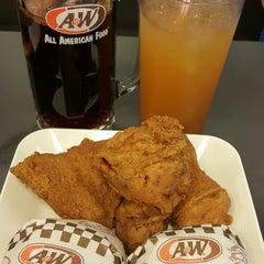 Photo taken at A&W by Valeria Yt 赖. on 3/4/2015