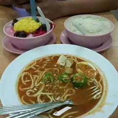 Photo taken at Wahab's Cendol by Zainul A. on 9/20/2015