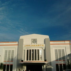 Photo taken at Stasiun Yogyakarta Tugu by Fajarr R. on 7/15/2013