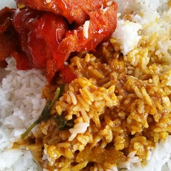Photo taken at Restaurant Biriyani Sri Manjung by Amer H. on 9/26/2015
