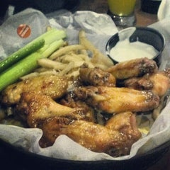 Photo taken at Buffalo Wild Wings by M on 11/20/2012