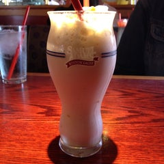 Photo taken at Red Robin Gourmet Burgers by Don S. on 9/15/2012
