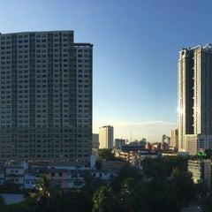 Photo taken at โรงแรมกานต์มณี พาเลซ (Karnmanee Palace) by Lam B. on 8/18/2015