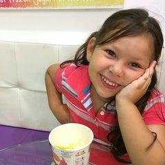 Photo taken at Tutti Frutti Frozen Yogurt by Antonio M. on 1/24/2014