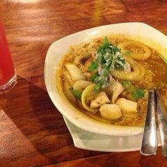 Photo taken at Restoran Norsiah Tom Yam Seafood by puteIrene on 4/19/2014