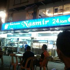 Photo taken at Nasi Kandar Nasmir by The Q. on 1/8/2016