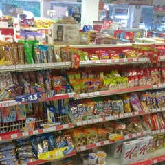 Photo taken at Oxxo Conchas Chinas by 2creatives on 11/21/2013