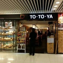Photo taken at To To Ya 峰壽司魚屋 by Baldwin N. on 10/4/2014