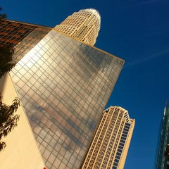 Photo taken at Bank of America Corporate Center by Alejandro J. on 11/11/2014