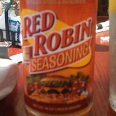 Photo taken at Red Robin Gourmet Burgers by Carllisa F. on 6/16/2013