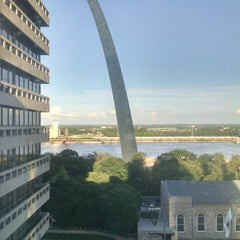 Photo taken at Drury Plaza Hotel - St. Louis at the Arch by Laura E. on 5/18/2015
