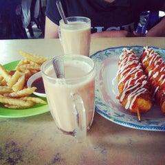Photo taken at Restoran Anjung Rasa by Lea on 2/12/2013
