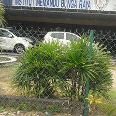 Photo taken at Institut Memandu Bunga Raya by Alif H. on 12/4/2015