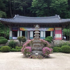 Photo taken at 묘적사 (妙寂寺) by Soo chang A. on 8/2/2014