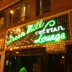 Photo taken at Green Mill Cocktail Lounge by JL S. on 8/18/2013