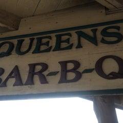 Photo taken at Queen's BBQ by Demetrios™ on 6/23/2014