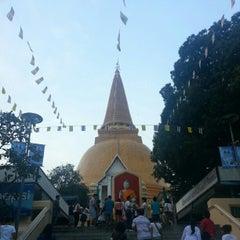 Photo taken at วัดพระปฐมเจดีย์ฯ (Wat Phra Pathom Chedi) by ! @ 🇯🇵Eiji R. on 10/28/2012