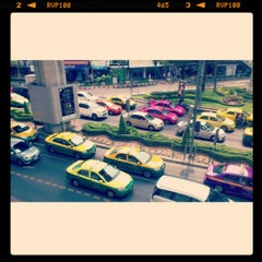 Photo taken at ถนนสุขุมวิท (Sukhumvit Road) by Muhammad Fatih R. on 2/10/2013