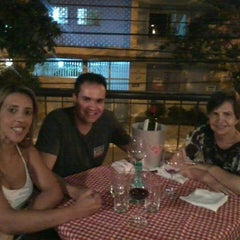 Photo taken at Vinícius Pizzaria by Luciana R. on 5/14/2013
