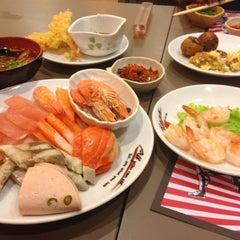 Photo taken at Oishi Buffet (โออิชิ บุฟเฟ่ต์) by Diff on 1/12/2013