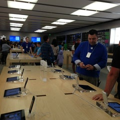 Photo taken at Apple Store, Syracuse by liz l. on 6/16/2013