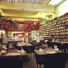 Photo taken at Caffè Olé Bistrô by Rodney Antonio R. on 11/6/2012